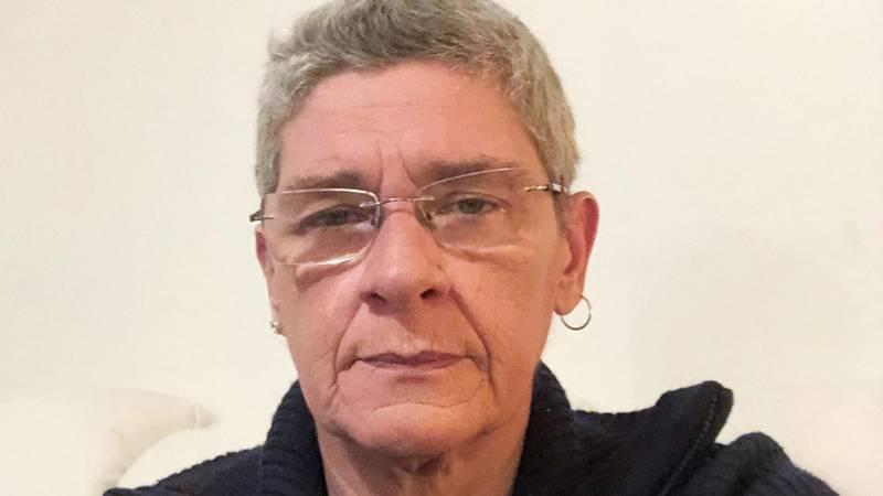Marianne Evensen (54) ble dømt til 75 dagers fengsel for å ha besøkt kona i Danmark mens hun mottok arbeidsavklaringspenger (AAP). Nav beklaget med en fem minutters telefonsamtale.