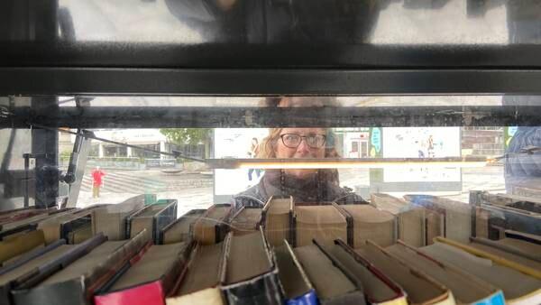 Får inn en halv million bøker i året - nå kan du plukke dem gratis