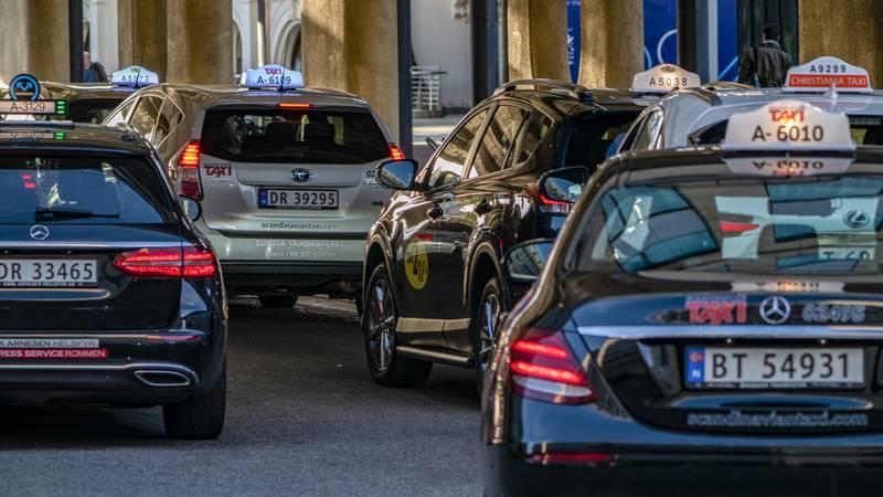 Siden taxireformen i november har det blitt registrert 2890 nye løyver i Norge. I hovedstaden har antallet løyver økt med 51 prosent. Foto: Heiko Junge / NTB
