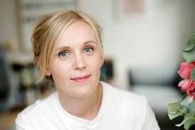 Anmeldelse Kjersti Annesdatter Skomsvold «Agnes natt og dag» (2021):  Agnes og Petter i senga