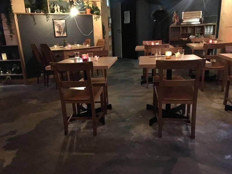 Kjelleren hos The Golden Chimp er stedet å besøke for et godt asiatisk måltid.