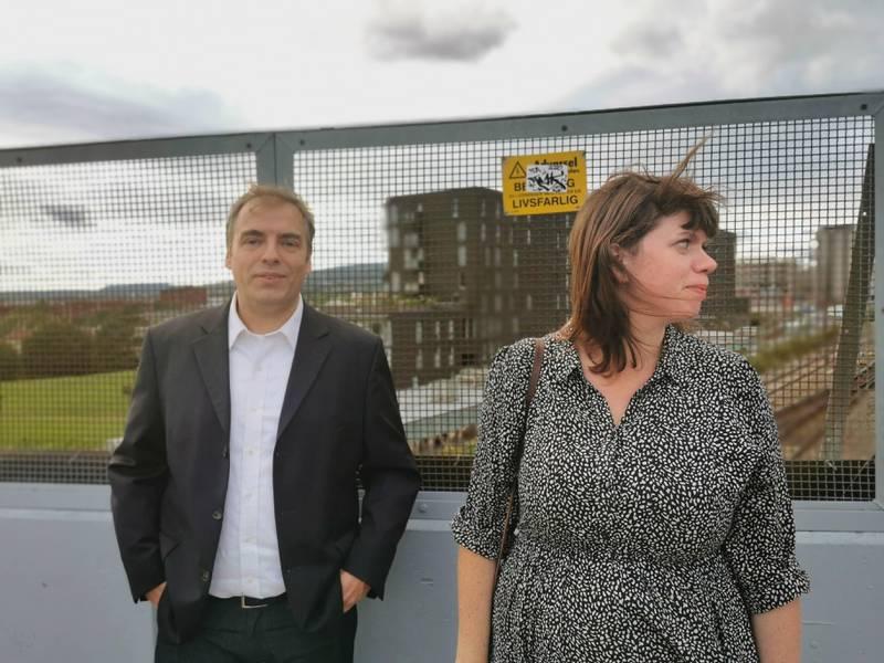 Jan Egil Kirkebø og Maren Branvold står i spissen for et innbyggerinitiativ. De krever støyskjerming av husene sine, som ligger rett ved Sinsenkrysset.