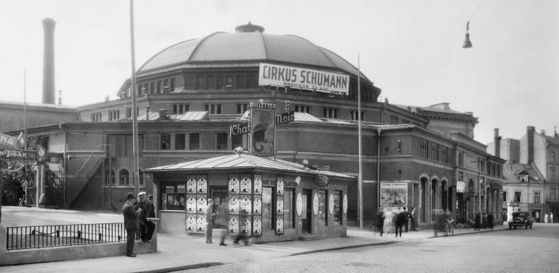 Kristianias Cirkus med sin enorme kuppel var inspirert av Københavns sirkus. Danske Cirkus Schumann sto på plakaten både på åpningsdagen i 1890 og avskjedsdagen i august 1935.