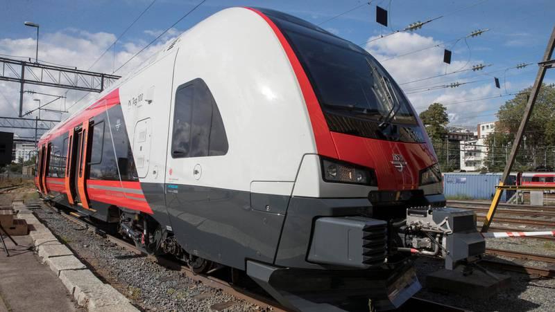 Leveringene av Flirt-togene nærmer seg slutten, og da vil det kunne ta flere år før jernbanen i Norge kan bli tilført flere nye tog. Flirt-toget på bildet var nummer 100 i rekken da det ble levert i august i fjor.