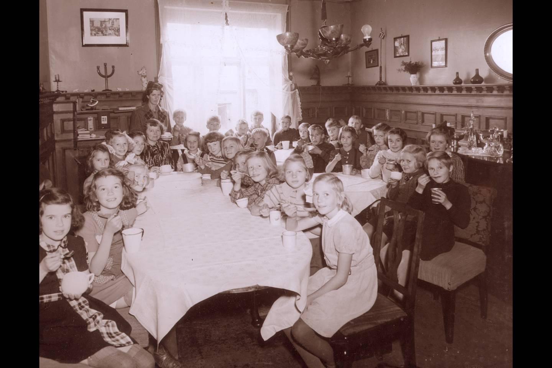 Bolteløkka skole var Oslo-skolen som hadde undervisningen spredt på fleste steder. I siste skoleår hadde skolen undervisning på 163 forskjellige steder. Bildet viser fru Ramdahls spisestue hvor hun serverte hjemmelaget havresuppe.