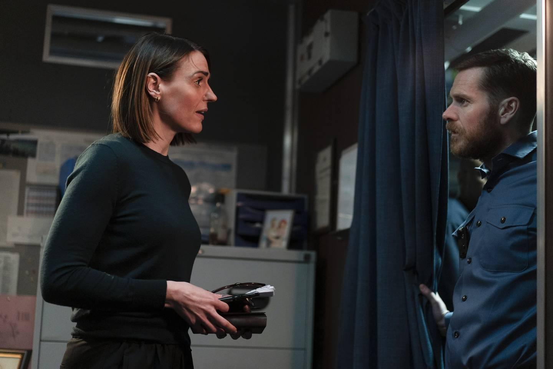 Shaun Evans, kjent for norske krimfans som den unge inspektør Morse, spiller offiseren som hjelper Amy Silva med politiarbeidet.