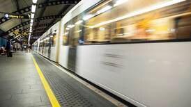 Mulig ransforsøk med øks på T-banestasjon i Oslo