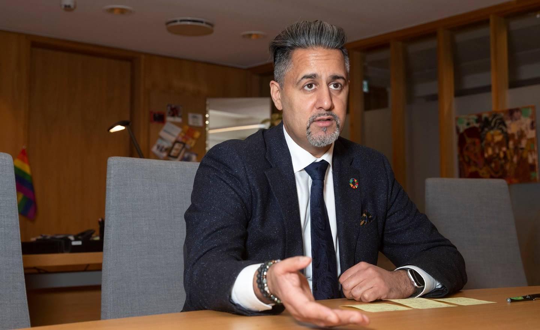 Oslo 20201215.  Det er snart et år siden Abid Raja tiltrådte som kulturminister. Han ser tilbake på 2020 som et spesielt år og ser fram til oppgavene i 2021. Foto: Terje Bendiksby / NTB